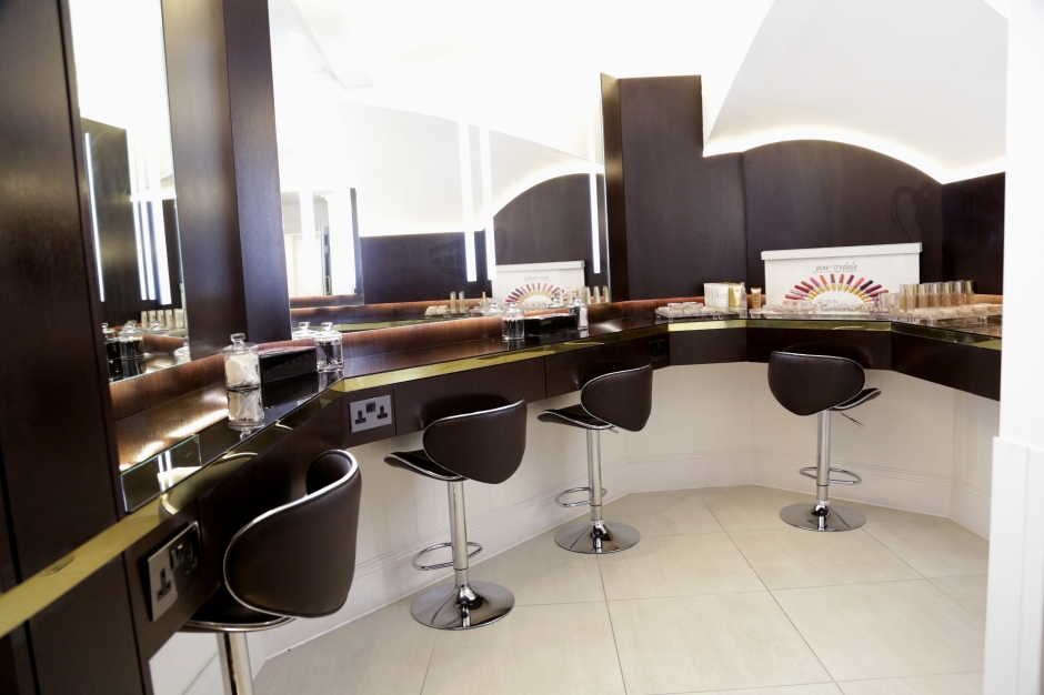 ASKINOLOGY Make-up Bar